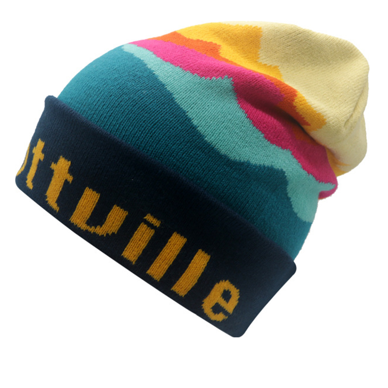 Colorful toque with jacquard logo on the cuff