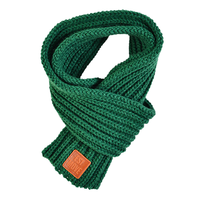 Solid color crochet knitted scarf with emboss logo leather patch